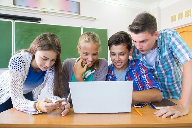 Kinder und Jugendliche in einer digitalen Welt 1